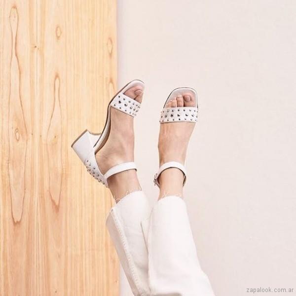 sandalias blancas taco medio 2019 Sibyl Vane