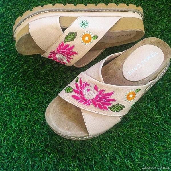 sandalias bajas bordadas verano 2019 - Tomas Cane
