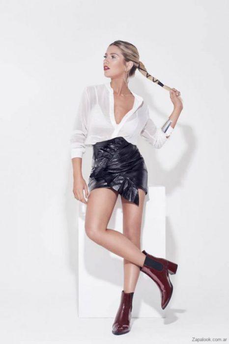 Liotta botas de charol bordo Fotos campaña con Laurita Fernandez