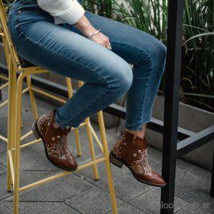 botas marrones texanas Lola Roca invierno 2019