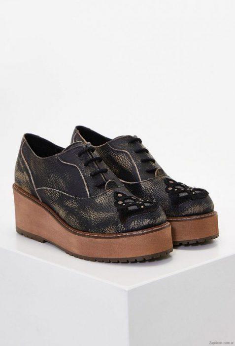 zapatos abotinados de mujera de cuero invierno 2019 Clara Barcelo