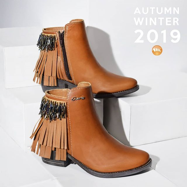 botas marrones con flecos invierno 2019 de Claris Shoes