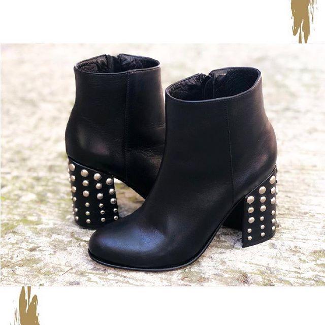 botas taco con tachas invierno 2019 Chiarini