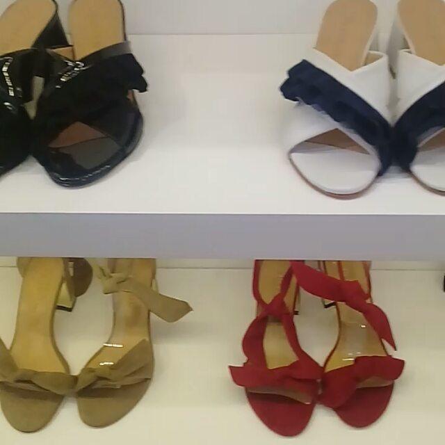 Sandalias con moños y volados verano 2020 Anticipo coleccion calzado argentino