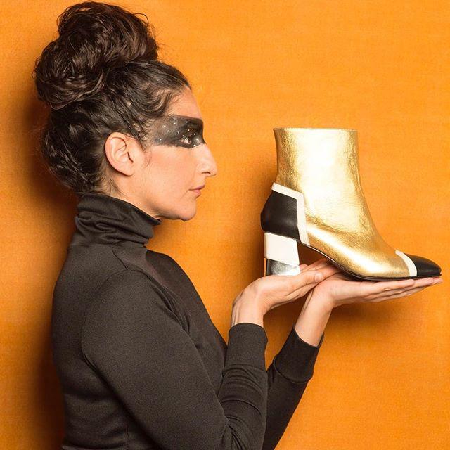 botas doradas Jessica Kessel Shoes