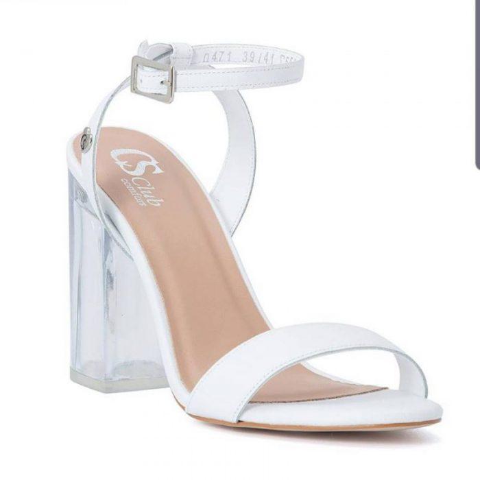 Zapatos blancos y tacos transparentes verano 2020 Carmen Steffens