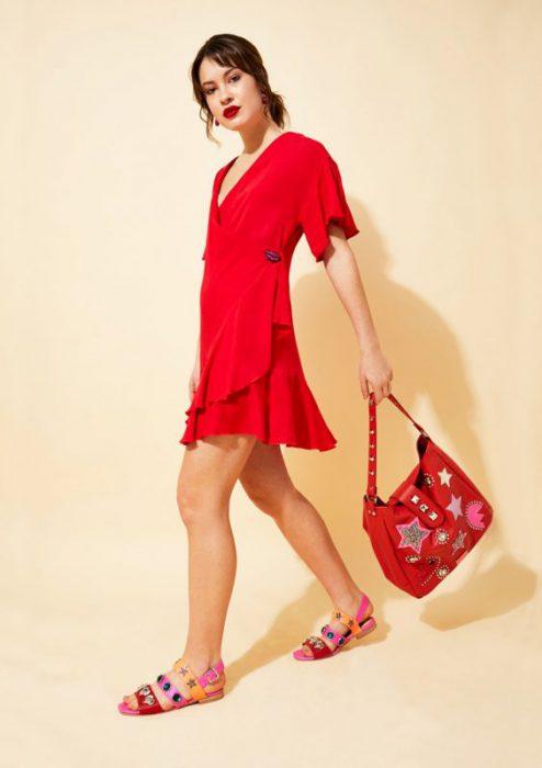 Cartera roja con apliques de estrelllas verano 2020 Olivetta