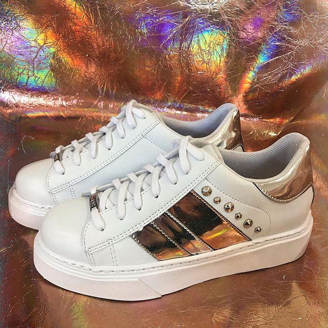 Zapatillas blancas y plateadas verano 2020 Luna Chiara