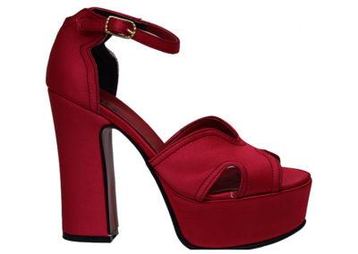 sandalia roja raso con plataforma Sandalias rojas Luis XV Kaitz verano 2020