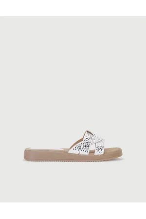 sandalias blancas planas