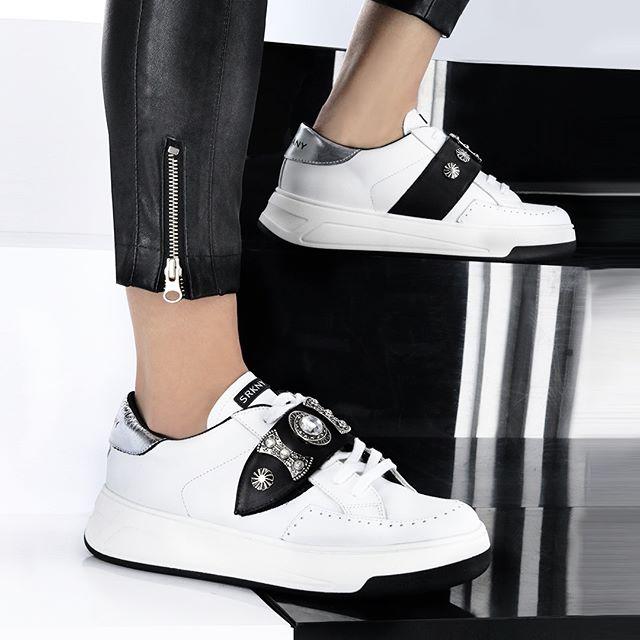 zapatillas mujer balnca y negra primavera verano 2020 Ricky Sarkany