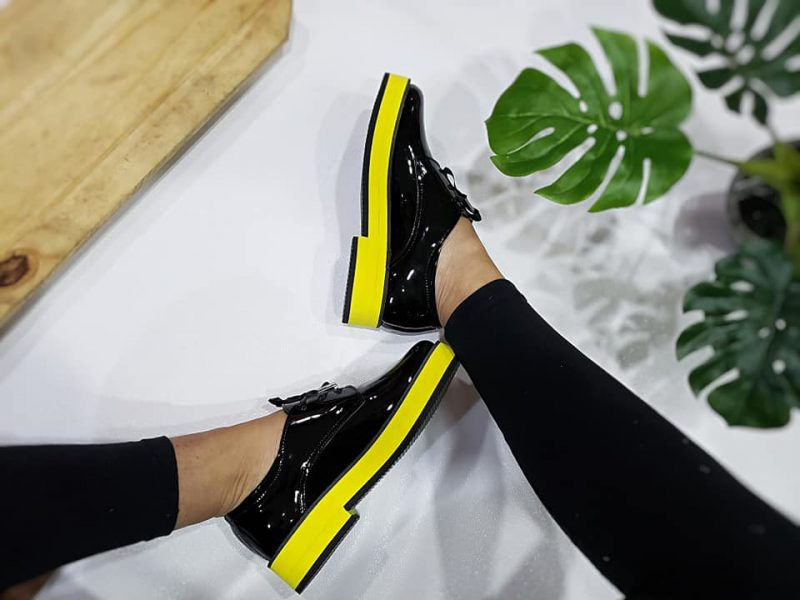 zapatos abotinados base amarilla mujer primavera verano 2020 Calzados Micaela
