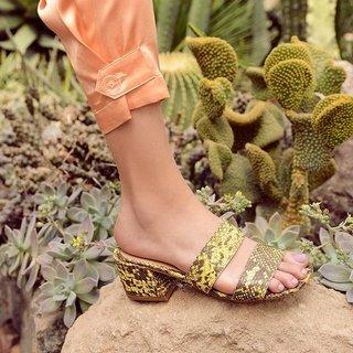 sandalia reptil amarillo primavera verano 2020 Calzados Lucerna