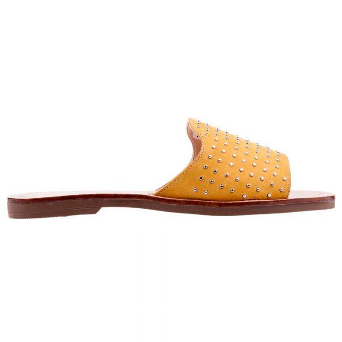 sandalias amarillas minitachas verano 2020 A Pie