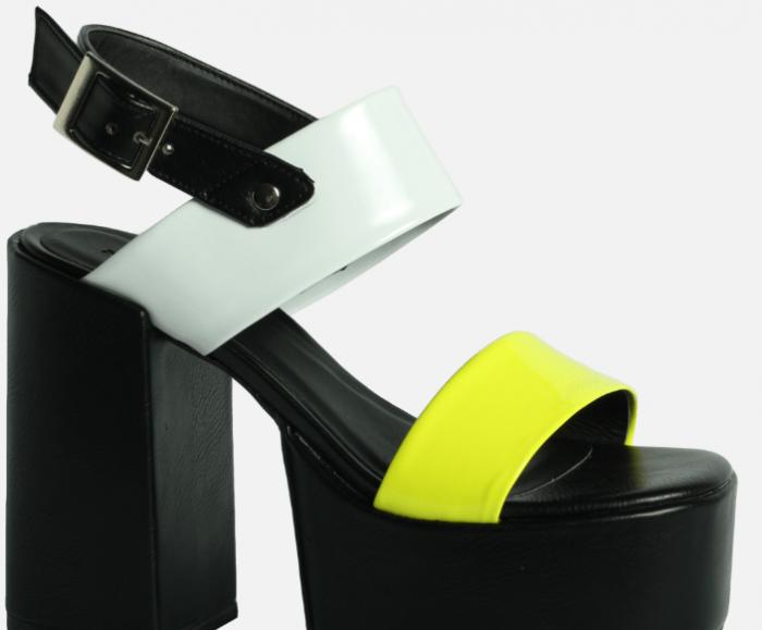 sandalias negras y amarillas verano 2020 Kate Kuba