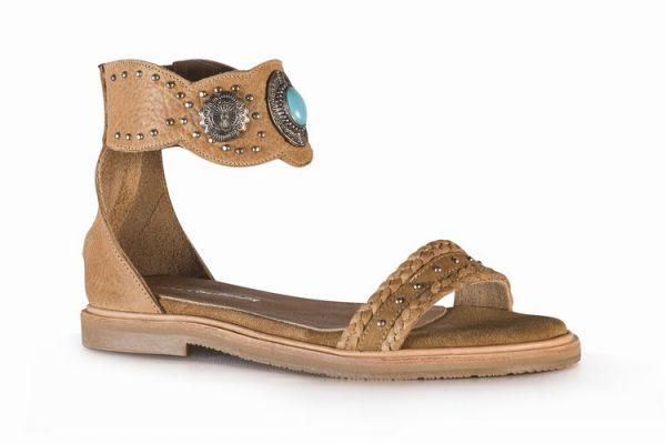 sandalias planas marrones primavera verano 2020 Laura Constanza