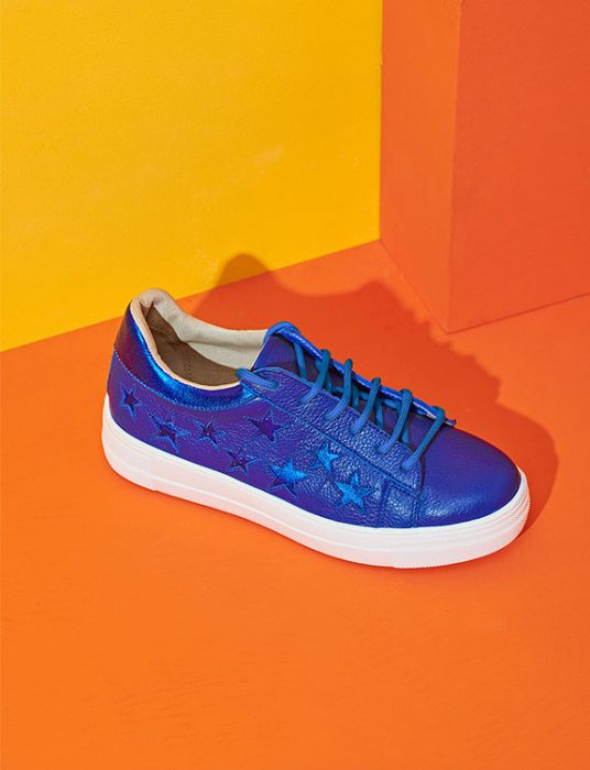 zapatillas azul metalizada verano 2020 Sofi Martire