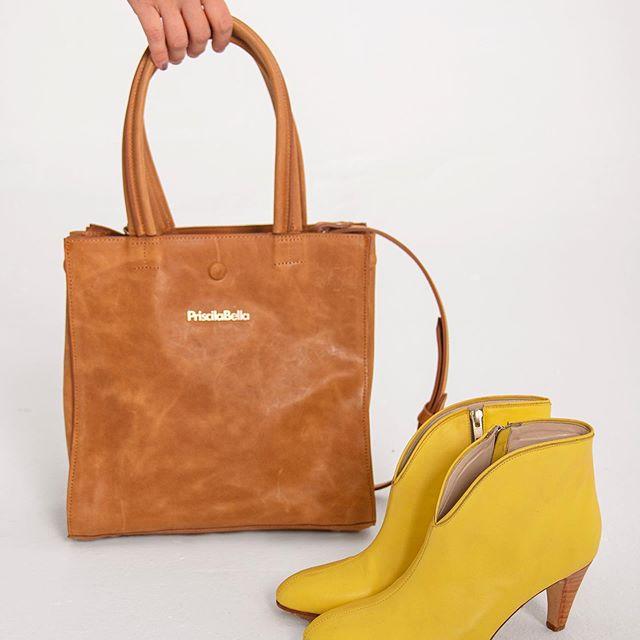 zapatos amarillos y carteras