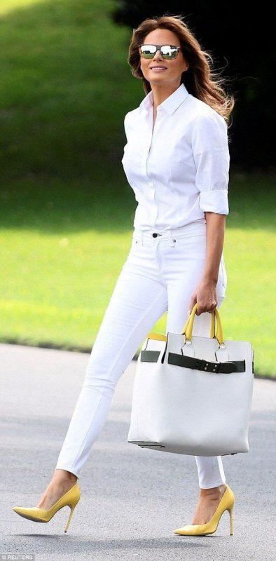 Outfit blanco con zapatos amarillos