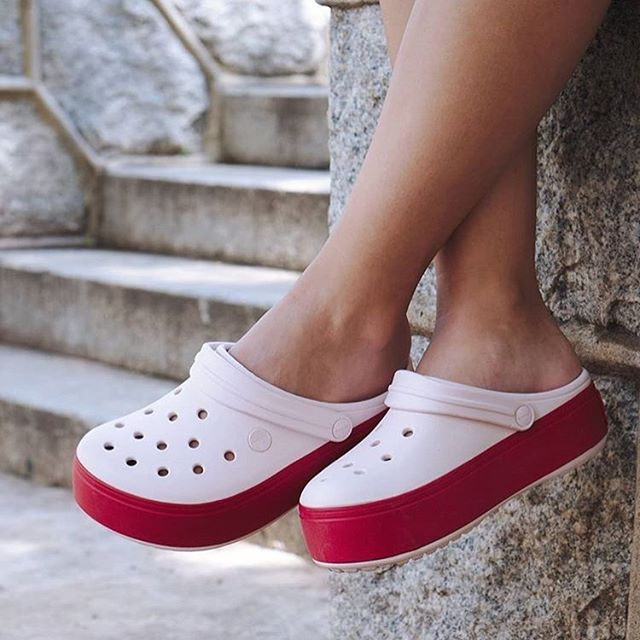 crocs blanca y fucsia mujer verano 2020