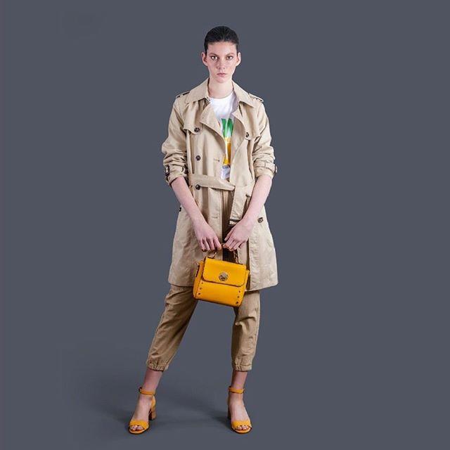 minibag amarilla y sandalias verano 2020 Amphora