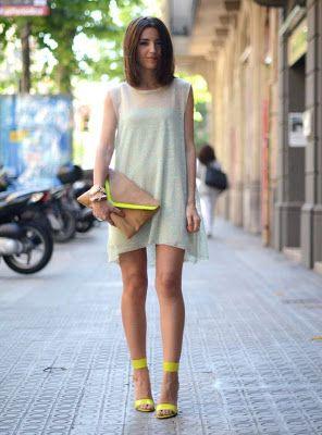 sandalias amarillas con vestido