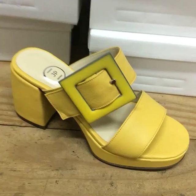 sandalias amarillas verano 2020 Juana Pascale