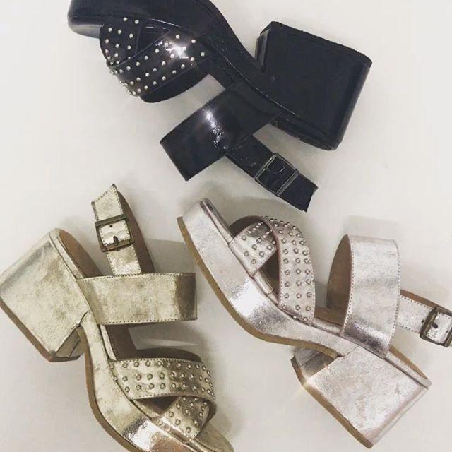 sandalias metalizadas taco bajo verano 2020 Bettona