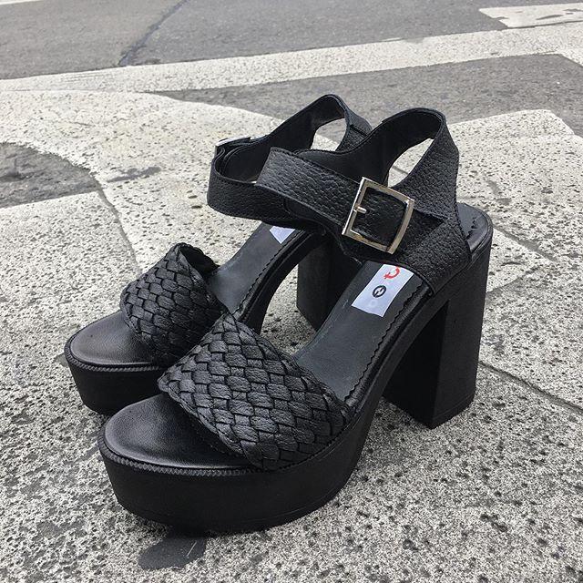 sandalias negras altas verano 2020 Calzados Tops