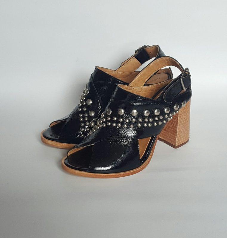 sandalias negras altas verano 2020 Carina Iribarren