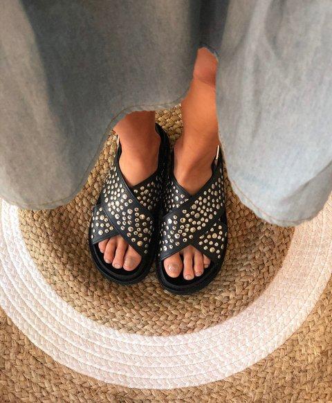 sandalias negras con tachas planas verano 2020 Cazlados Demil