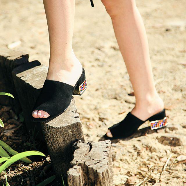 sandalias negras con taco bajo verano 2020 Paloma Cruz