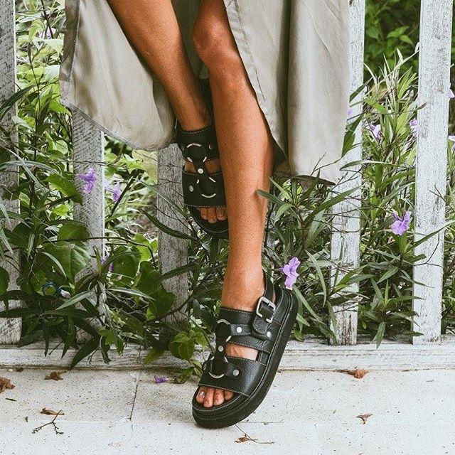 sandalias negras de cuero verano 2020 Las Motas