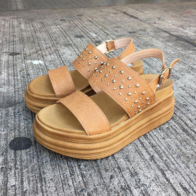 sandalias planas base alta verano 2020 Calzados Tops