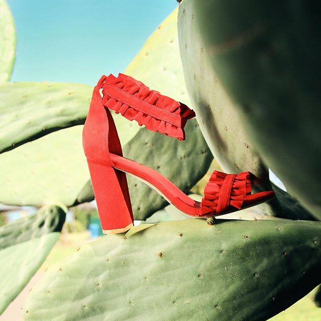 sandalias rojas para fiestas con volados verano 2020 Paloma Cruz