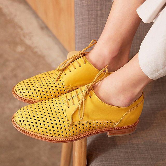 zapatos calados amarillos verano 2020 Margie Franzini shoes
