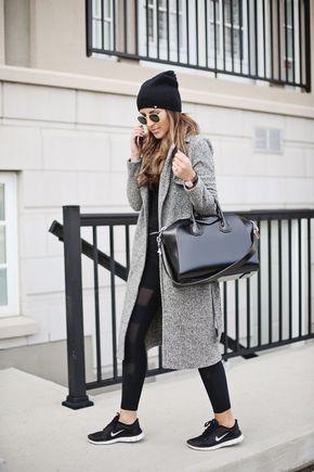 Look de invierno con calzas y zapatillas