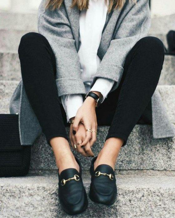 look elegante de calzas con mocasines