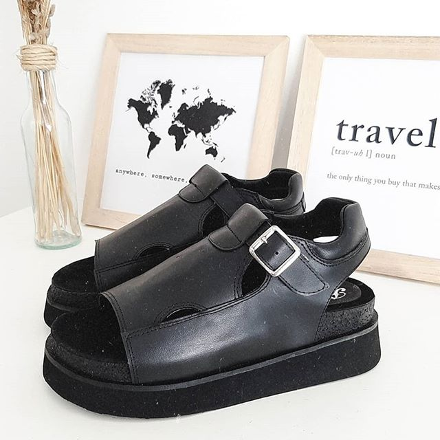 sandalias chatitas negras Paradisea Shoes verano 2020