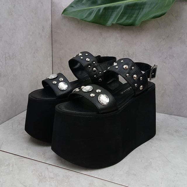 sandalias con base alta negras Paradisea Shoes verano 2020