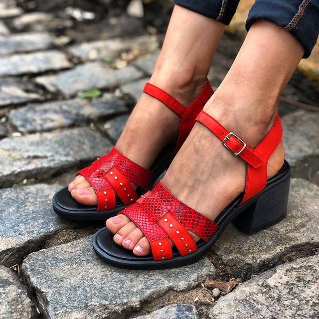 sandalias rojas taco medio primavera verano 2020 Tomas Cane