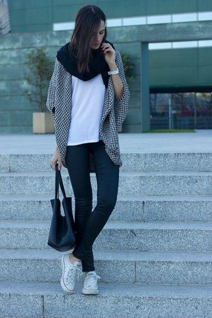 zapatillas de lona y leggings