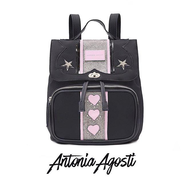 Mochila de cuero negra y rosa otoño invierno 2020 Antonia Agosti Bags