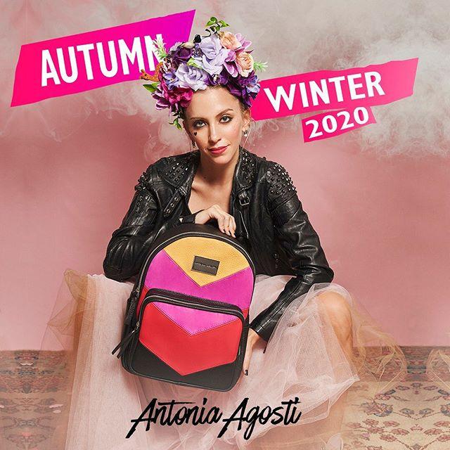 Mochila de cuero tonos alegres otoño invierno 2020 Antonia Agosti Bags