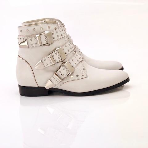 botas blancas con multiples hebillas invierno 2020 Priscila Bella