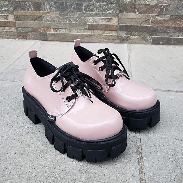 Zapatos abotinados con suela tractor invierno 2020 Calzados Micaela