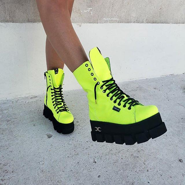 botas con suela tractor en colores fluor invierno 2020 Calzados Micaela