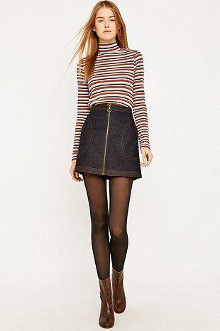 minifalda con botitas marrones