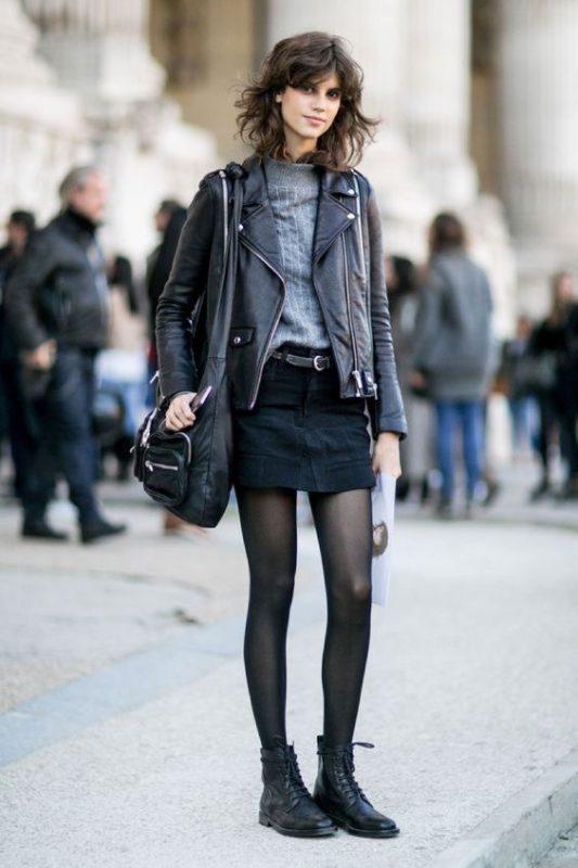 minifalda negra con borcegos