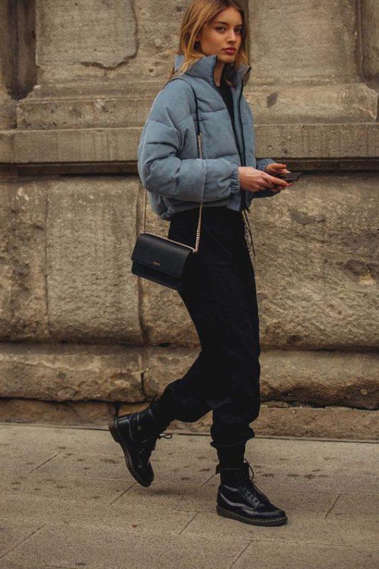 pantalon cargo negro con borcegos